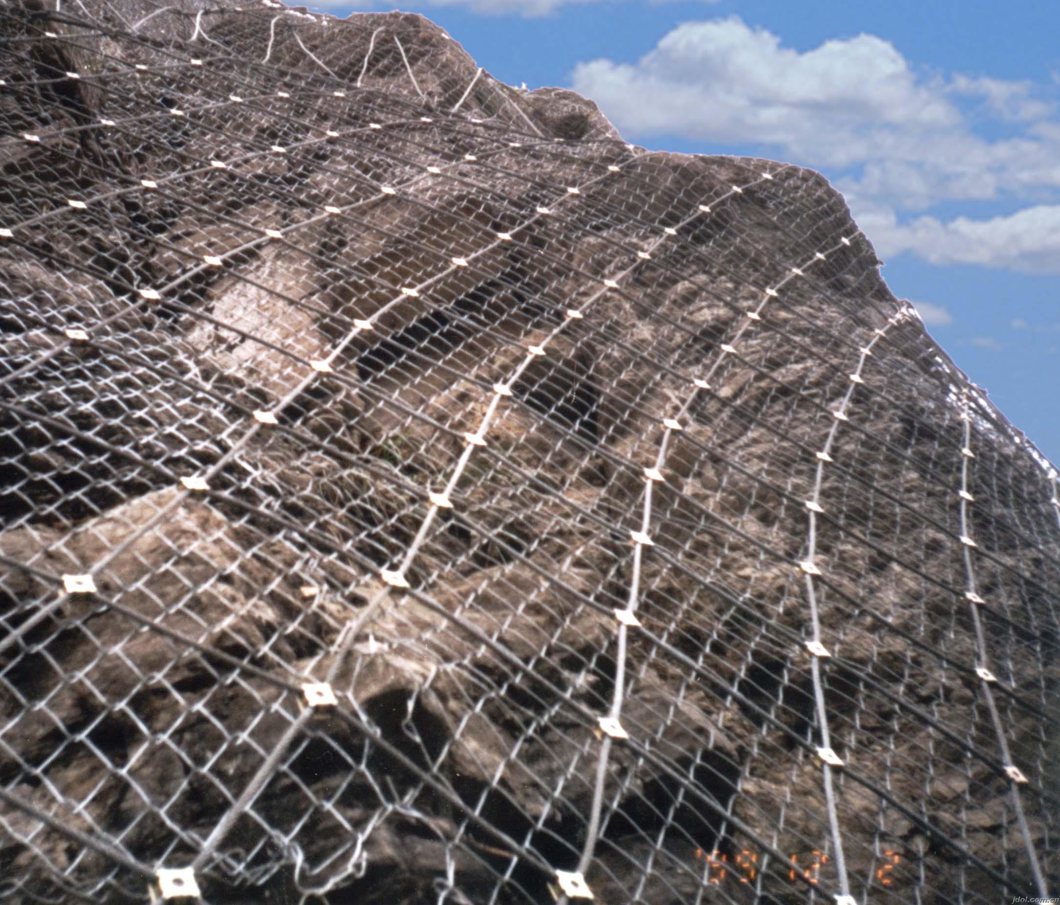 云南昆明边坡防护网重量适应任何坡面地形,安装程序标准化、系统化