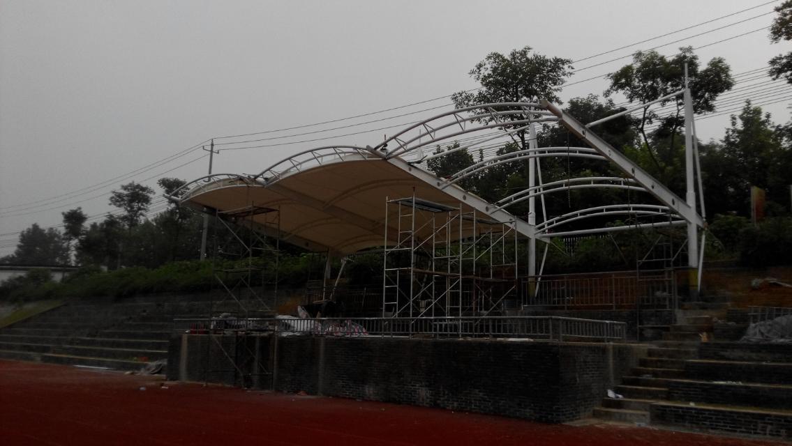 新型体育场膜结构看台