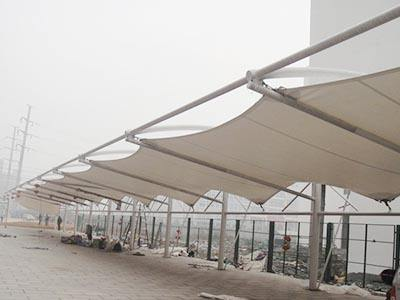 潍坊/济南膜结构停车棚是一种非常简单的膜结构产品