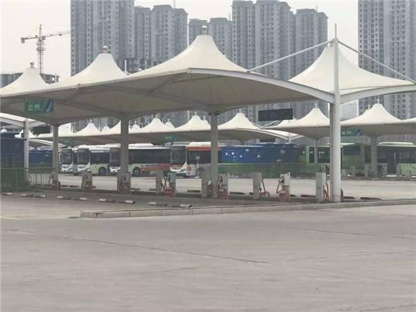 四川公交车充电桩停车棚在制作的过程之中是如何完善连接以及接缝处理的呢?