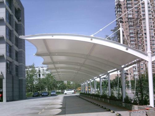 采用膜结构停车棚可以呵护您的爱车