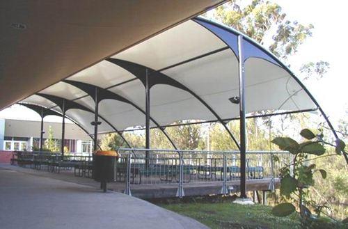 膜結構遮雨棚