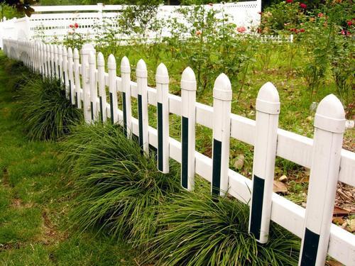 你知道草坪护栏如何安装固定