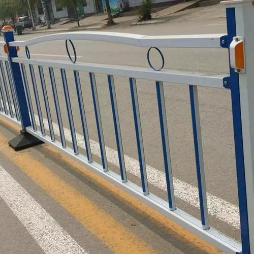 市政护栏上有必要装反光条吗