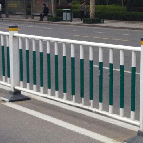 为大家讲解一下市政护栏的几大特色