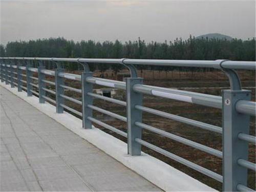 普兰店/庄河桥梁护栏的安全性与外观