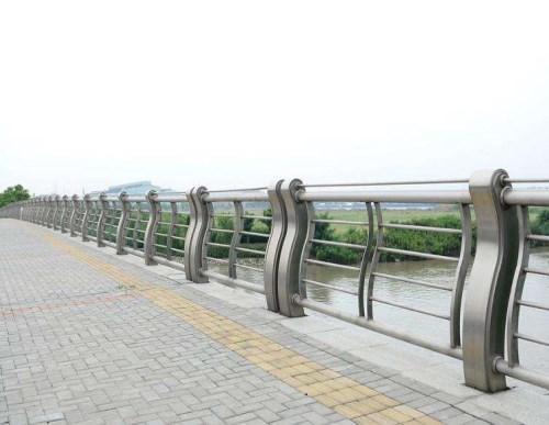 桥梁波形护栏