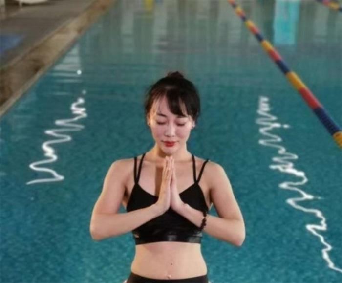 水上瑜伽练习