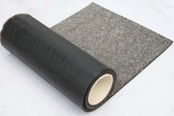 清洁防水卷材表面污渍的方法