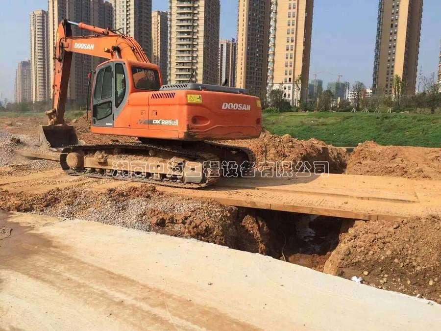 深圳游�x�β坊�板租赁|出租铺路时用明显提升施工效率