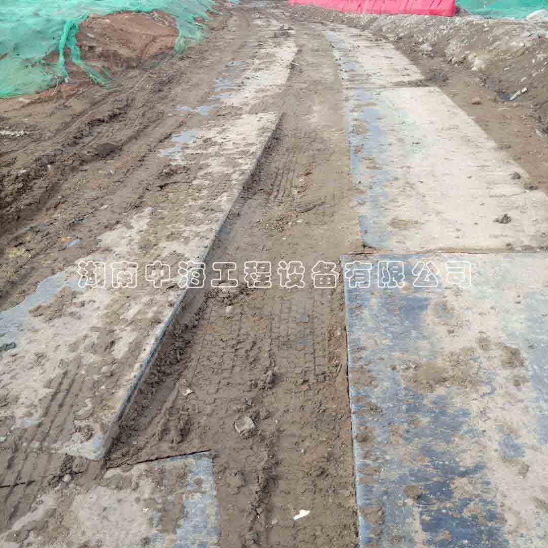 广东汕尾海丰项目路基箱出租工程案例-路基箱铺设泥泞道路