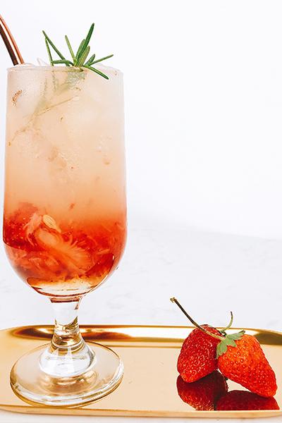 草莓气泡水