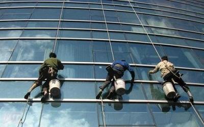 外墙清洗不仅要注意清洗技巧更要注重安全