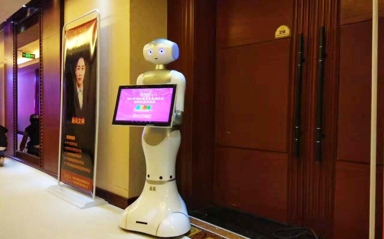 好的商务机器人外表材质能够体现出更逼真的外表