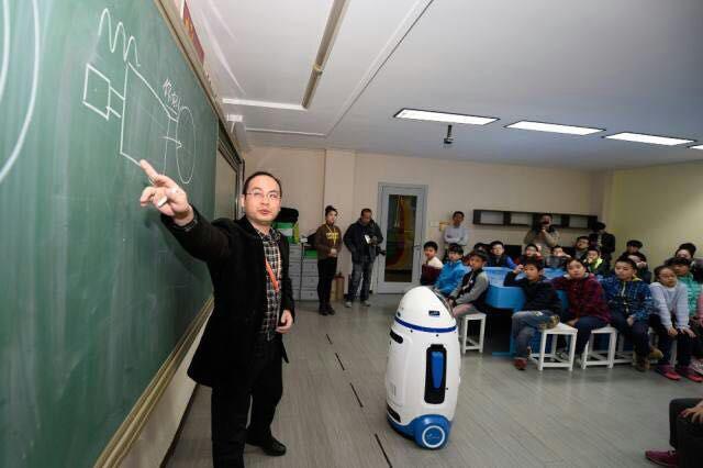 学校助教机器人