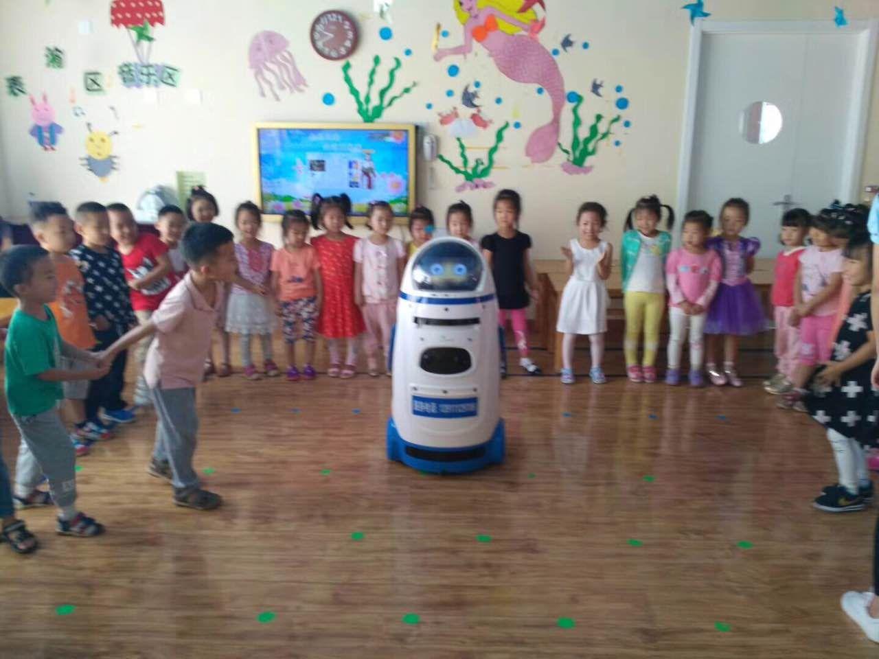 学校跳舞机器人