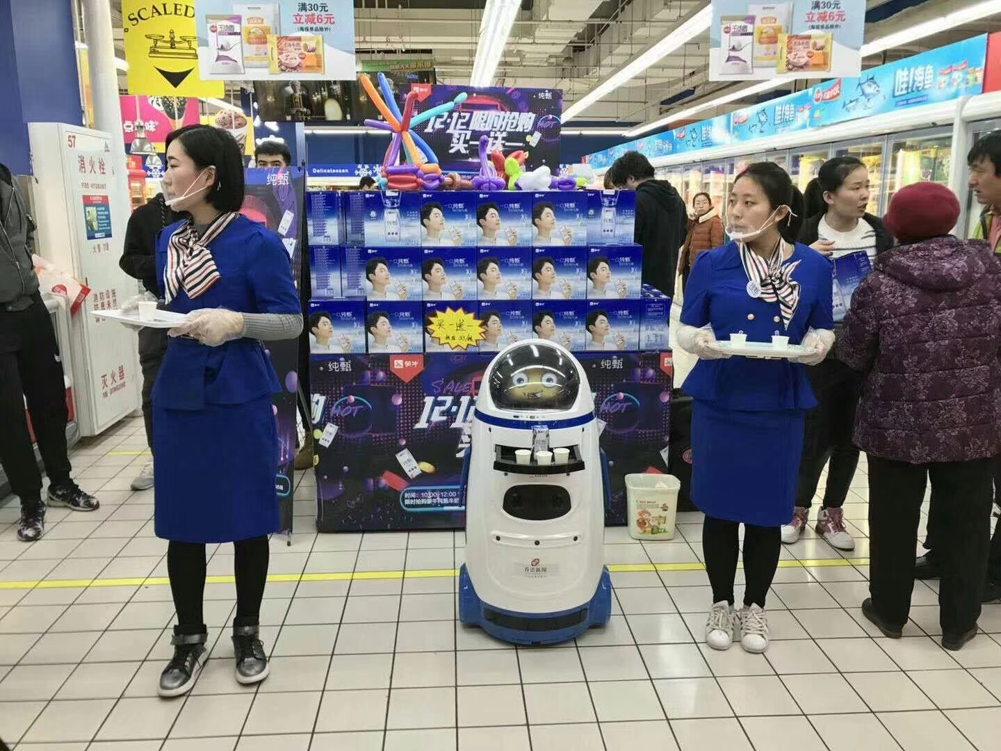Supermarket shopping guide robot