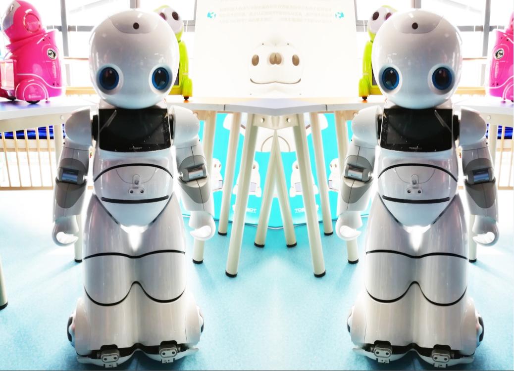 康力优蓝机器人展示