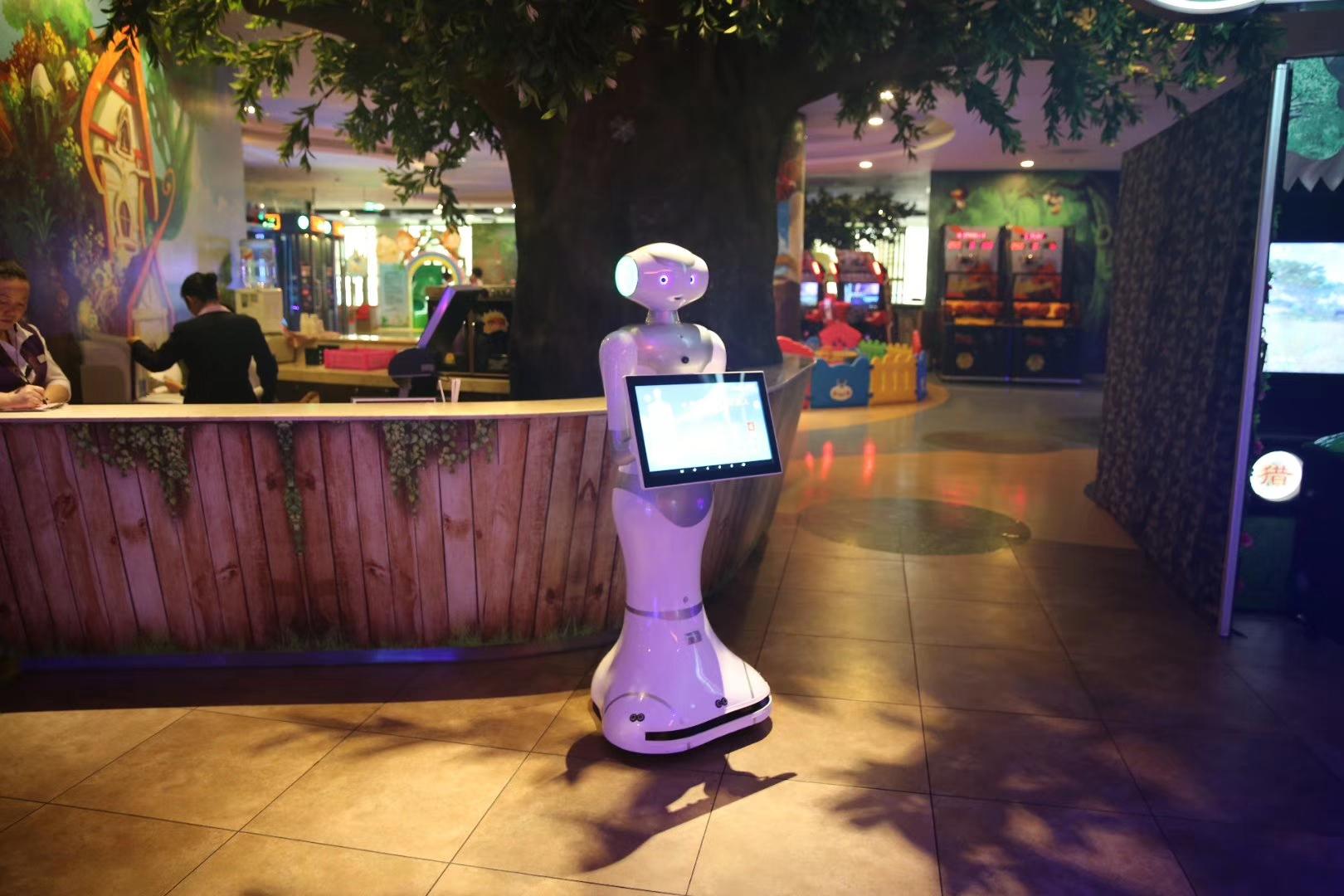 儿童乐园大屏机器人