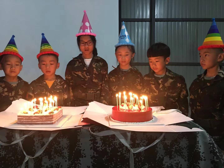夏令营为营员过生日