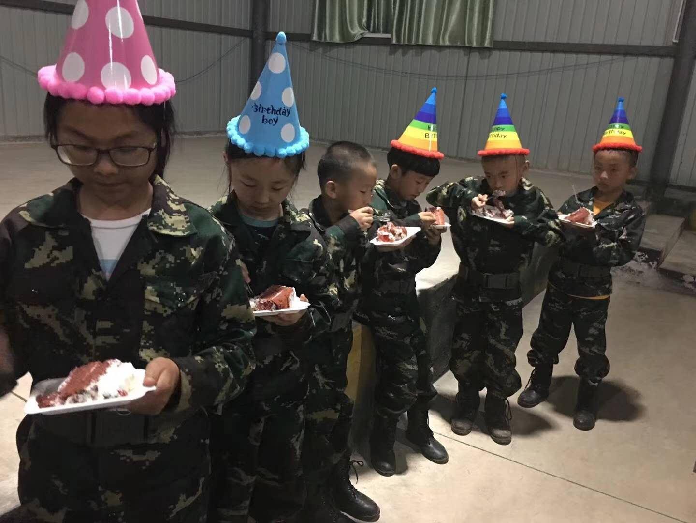 昆明青少年军事夏令营中学员家长对孩子培训后的感谢信