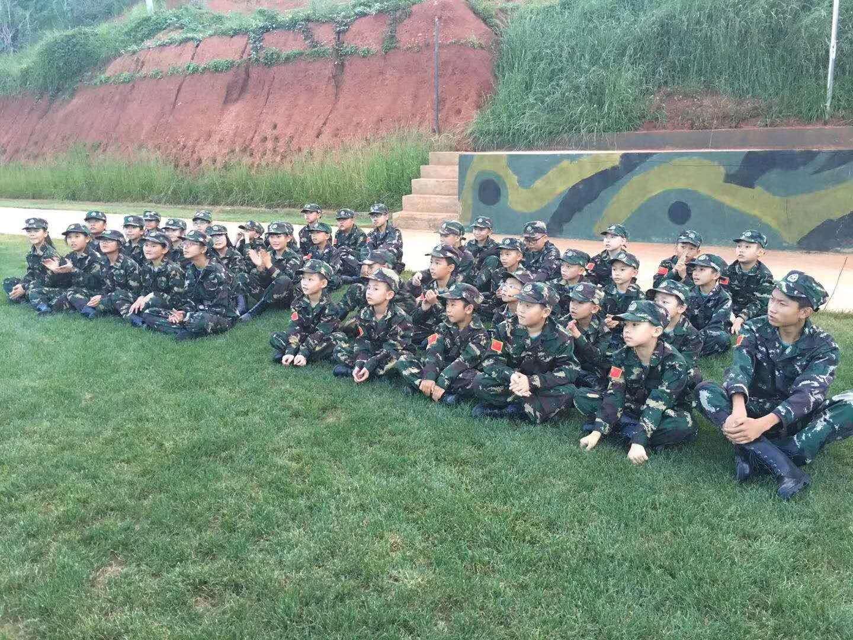 昆明童子军夏令营的暑期军事训练学员的训练情况报告