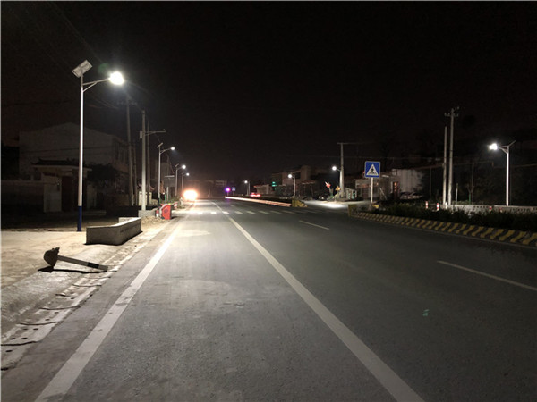 西安市临潼区零口镇108国道 太阳能亮化