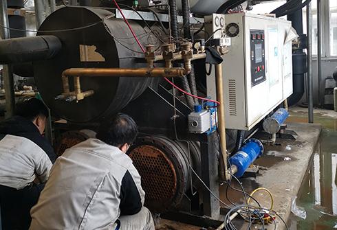 水源热泵机组现场保养清洗