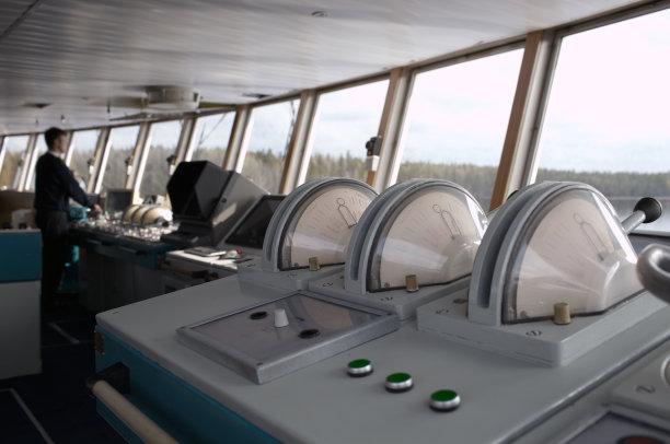 大连海员输送机构提示:船长的岗位职责