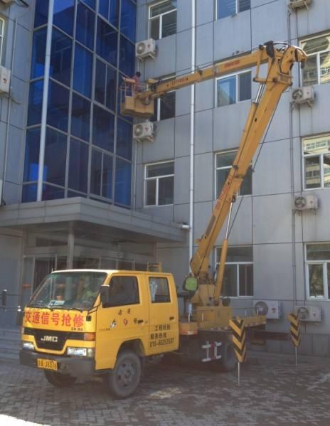 我将向你高空车租赁安装玻璃幕墙的新方法