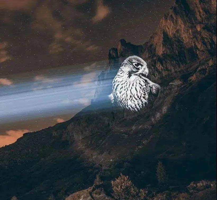 阿尔卑斯山脉上哭泣的光影巨兽