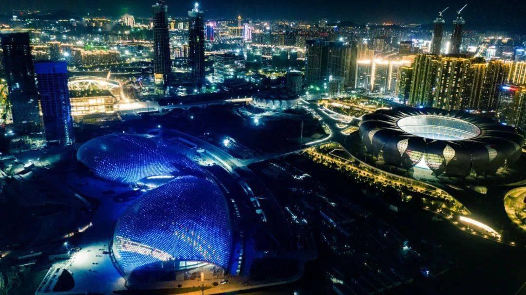 杭州奥体博览中心主体育馆、游泳馆正式试灯