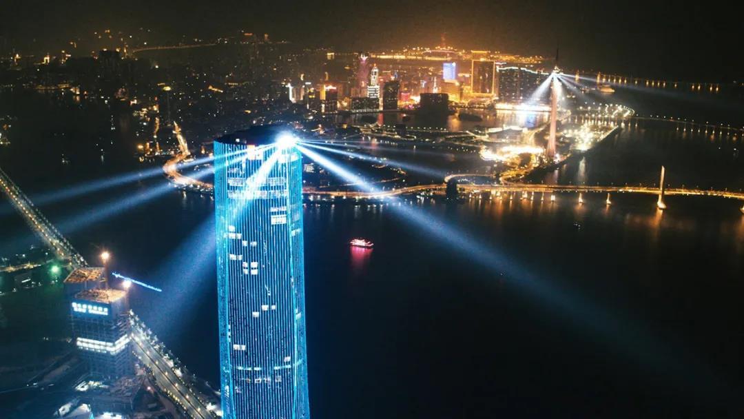 全球首个两江四岸三城地标灯光秀在粤澳边界震撼上演