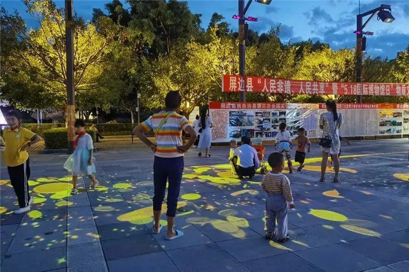 云南红河州屏边县大围山文化广场新增精美景观灯