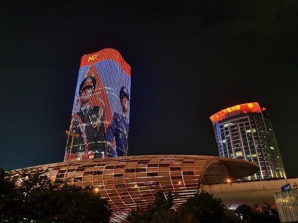 """上海五角场""""彩蛋""""上新夜景灯光致敬中国军人"""