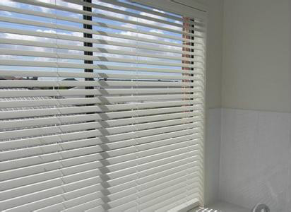 飄窗鋁合金百葉窗施工時怎么預防滲漏水