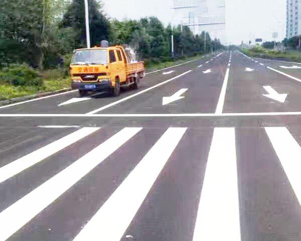 具有抗滑性和耐磨性的道路划线施工