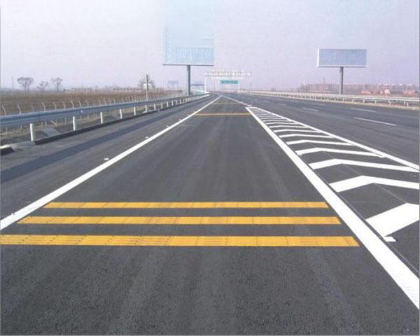 道路标线施工使用的涂料都需要具备速干性
