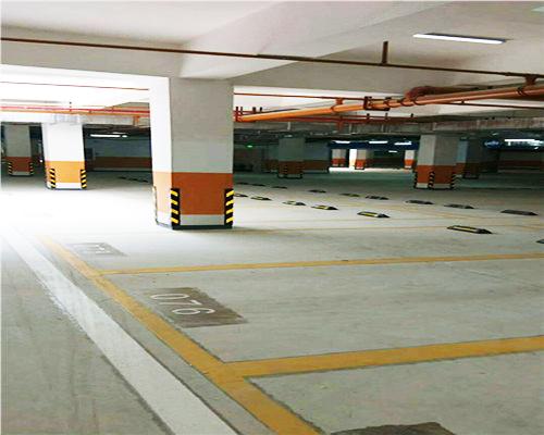 俊福花城地下停车场标线施工