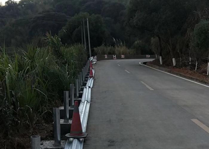 双面波形护栏