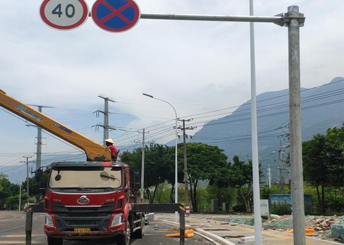 公路指示标志杆