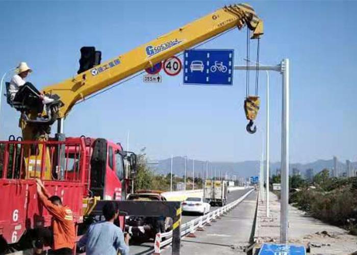 公路指示标志杆施工