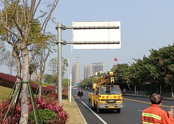 福州滨江路公路指示牌施工安装案例