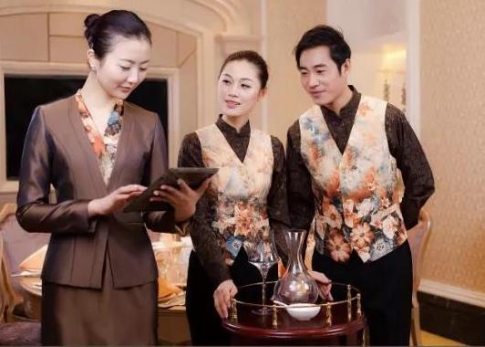 风格鲜明的设计定制酒店制服-为高星级酒店注入活力