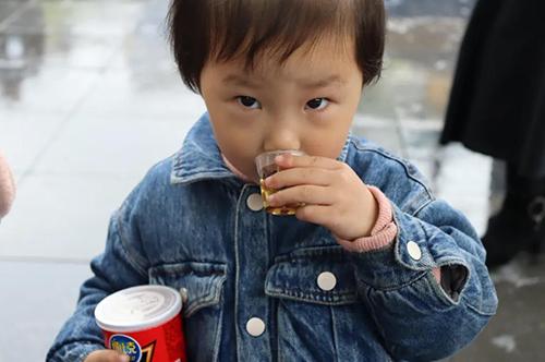 孩子多大,才能喝茶?