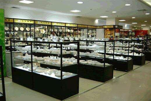 昆明玻璃展柜制作能够突出产品的展示性