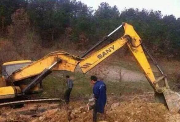 伸缩臂挖机租赁的优势