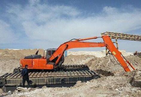 挖掘机行走降低挖掘机履带磨损的办法