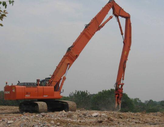 为什么很多人会选择伸缩臂挖机租赁?