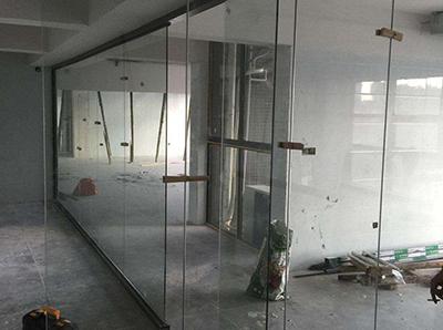 咸阳金方圆广场办公室玻璃隔断安装现场